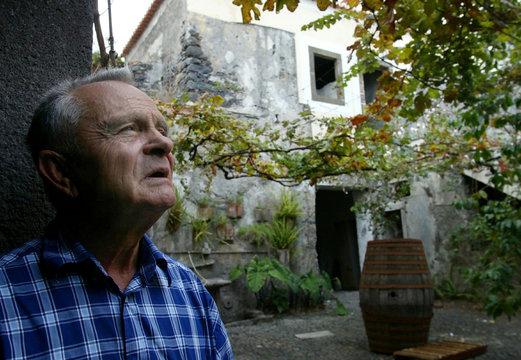 -PHOTO TAKEN 13OCT04- Wine maker Artur Olim pauses in the courtyard of the Artur de Barros e Sousa (..