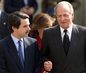 SPAIN'S KING JUAN CARLOS AND PRIME MINISTER AZNAR TALK DURING CARLOS V CELEBRATIONS IN TOLEDO.