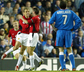 MANCHESTER UNITED'S NEVILLE CELEBRATES HIS GOAL WITH KEANE AND SCHOLESAS RANGERS' ARVELADZE WATCHES IN ...