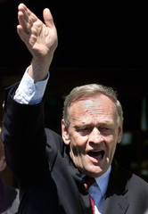 FILE PHOTO OF CANADIAN PRIME MINISTER JEAN CHRETIEN WAVING IN OTTAWA.