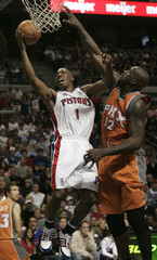 Detroit Pistons Billups goes to the basket next to Phoenix Suns O'Neal during overtime of their NBA basketball in Auburn Hills