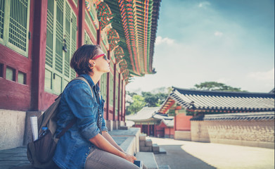 Foto op Aluminium Seoel Woman traveler against the background of historical pagoda buildings in Seoul. Welcome to South Korea