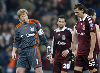 Bayern Munich's goalkeeper Kahn and players Salihamidzic and Van Buyten react after the final whistle for their Champions league match against Real Madrid in Madrid