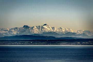 Fototapete - Berg Säntis mit Schnee am Bodensee