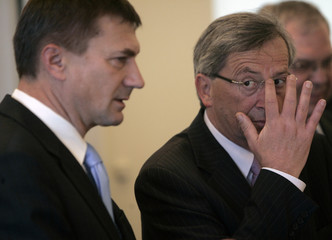 Luxembourg's PM Juncker listens to his Estonian counterpart Ansip during their meeting in Tallinn