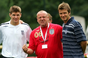 England's Beckham and Gerrard meet actor Winstone at their World Cup training camp near Baden-Baden