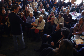 John Edwards campaigns in Fort Madison Iowa