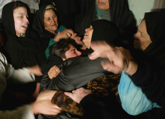 MOTHER AND BROTHER OF PALESTINIAN MOHAMMED KAWAREA MOURN DURING HISFUNERAL IN KHAN YOUNIS.