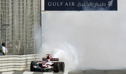 SuperAguri Formula One driver Sato of Japan pulls over during the Bahrain Grand Prix