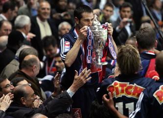 Paris Saint Germain captain Pedro Miguel Pauleta (C) kisses the cup after it was handed by French Pr..