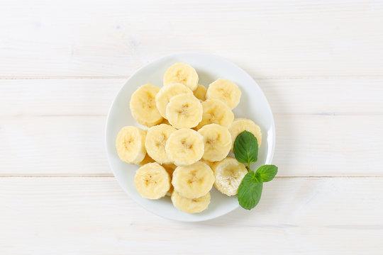 plate of sliced banana