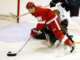 RED WINGS HOLMSTROM SHOOTS AGAINST STARS GOALIE TURCO IN FIRST PERIOD.