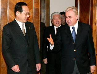 SOUTH KOREAN VICE FOREIGN MINISTER KIM HANG-KYUNG MEETS RUSSIAN VICEFOREIGN MINISTER LOSYUKOV IN MOSCOW.