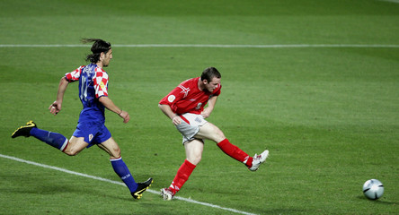 ENGLAND'S ROONEY SCORES AS CROATIA'S KOVAC CHASES HIM IN THEIR EURO 2004 MATCH IN LISBON.