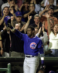 CUBS SOSA TIPS HIS CAP AFTER 60TH HOME RUN OF YEAR.