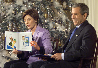 FIRST LADY LAURA BUSH READS STORIES TO CHILDREN.
