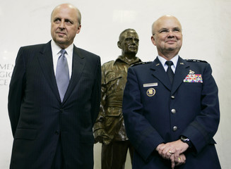 Director of National Intelligence Negroponte and Director of Central Intelligence Hayden attend ceremony at CIA headquarters