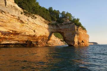 Usa, Michigan, Pictured Rock National Lakeshore. Lovers Leap Arch along Lake Superior shoreline.