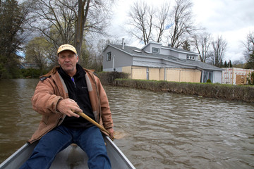 Gagnon paddles from his flooded home in Deux-Montagnes