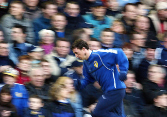 LEEDS UNITED'S ROBBIE FOWLER WARMS UP DURING THEIR ENGLISH PREMIERLEAGUE MATCH AGAINST WEST BROMWICH ...