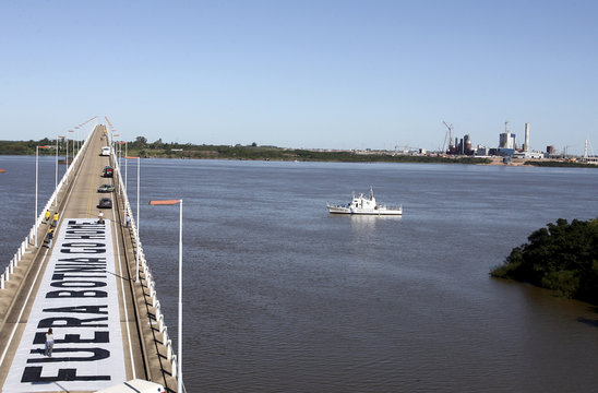 """A banner that reads """"Botnia Go Home"""" is seen on the bridge linking Argentina's Gualeguaychu to Uruguay's Fray Bentos across the River Uruguay"""