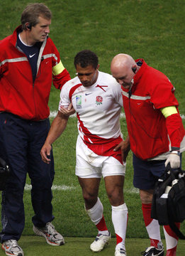 England's Jason Robinson leaves the game after a leg muscle  injury during the Group A Rugby World Cup match against South Africa at the Stade de France Stadium