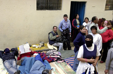 WOMEN PRISONERS PROTEST IN A JAIL IN QUITO.