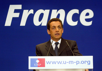French Interior Minister Sarkozy makes statement after national address by French President Chirac on conflict over youth jobs contract in Paris