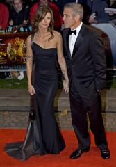 """U.S. actor Clooney and girlfriend Canalis arrive for premiere of """"Fantastic Mr. Fox"""" in Leicester Square, London"""