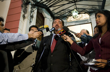 New Mexico Governor Richardson speaks to media after his meeting with Venezuela's President Chavez in Caracas