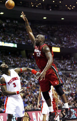 Heat's O'Neal shoots over Pistons' Wallace in Game 2 of NBA Eastern Conference Finals in Michigan