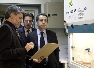 France's President Nicolas Sarkozy (R) visits the Institute of Molecular and Cellular Pharmacology in Sophia Antipolis Valbonne