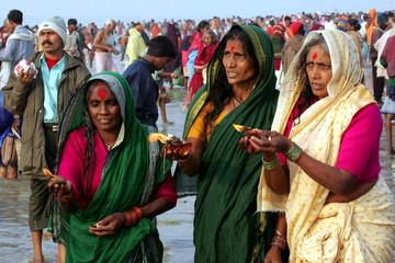 Hindu women pray to the Sun god on a beach at Sagar Island, 150 km (95 miles) south of Calcutta, Jan..