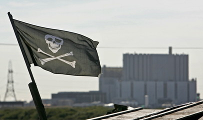 - PHOTO TAKEN 03OCT05 - A 'skull and crossbones' flag flies near the Dungeness nuclear power station..