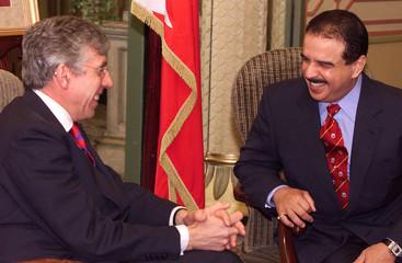 EMIR OF BAHRAIN SHAIKH HAMAD BIN ISA AL-KHALIFA MEETS BRITISH HOMESECRETARY JACK STRAW IN LONDON.