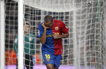 Barcelona's Henry celebrates goal against Deportivo La Coruna during Spanish First Division match in Barcelona