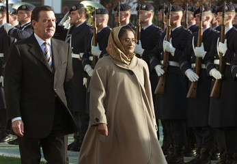 GERMAN CHANCELLOR SCHROEDER AND PRIME MINISTER HASINA OF BANGLADESH IN BERLIN.
