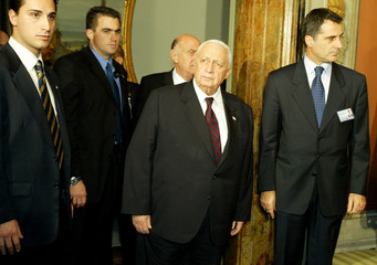 ISRAELI PREMIER SHARON IS SURROUNDED BY BODYGUARDS AS HE ARRIVES FORMEETINGS IN ROME.