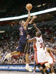 Nets' Jefferson shoots over Heats' Wade in Miami