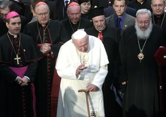 POPE JOHN PAUL II PRAYS NEAR VILLAGE OF BYKOVNYA OUTSIDE KIEV.