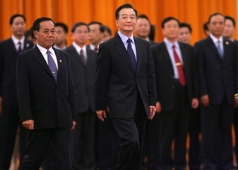 Chinese Premier Wen and Myanmar PM Soe attend a welcome ceremony in Beijing