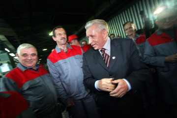 Deputy PM and Agriculture minister Andrzej Lepper jokes with workers in Warsaw