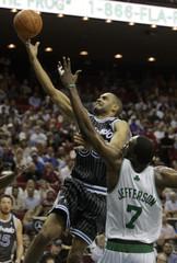 Magic Grant Hill shoot ball against Celtics Al Jefferson.