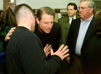 U.S. VICE PRESIDENT GORE VISITS BOSTON BREAKFAST SPOT FOR CAMPAIGN VISIT.