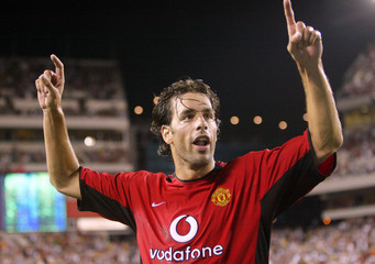 MANCHESTER UNITED'S RUUD VAN NISTELROOY CELEBRATES SCORING.