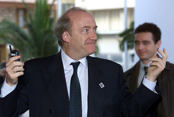 FRENCH FOREIGN MINISTER HUBERT VEDRINE ATTENDS MARATHON EU SUMMIT IN NICE.