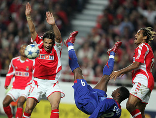 Benfica's Beto and team mate Gomes fight for ball with Manchester United's Saha during Champions League match in Lisbon