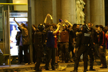 Barcelona's supporters celebrate their team defeat of Manchester United in the Champions League final soccer match, in front of Catalan policemen in Barcelona