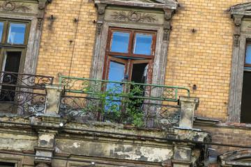 Altes verfallenes Wohngebäude
