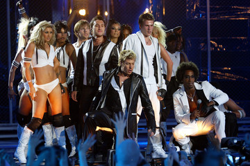 BRITISH POP ACT BLUE PERFORM AT THE 2003 BRIT AWARDS IN LONDON.